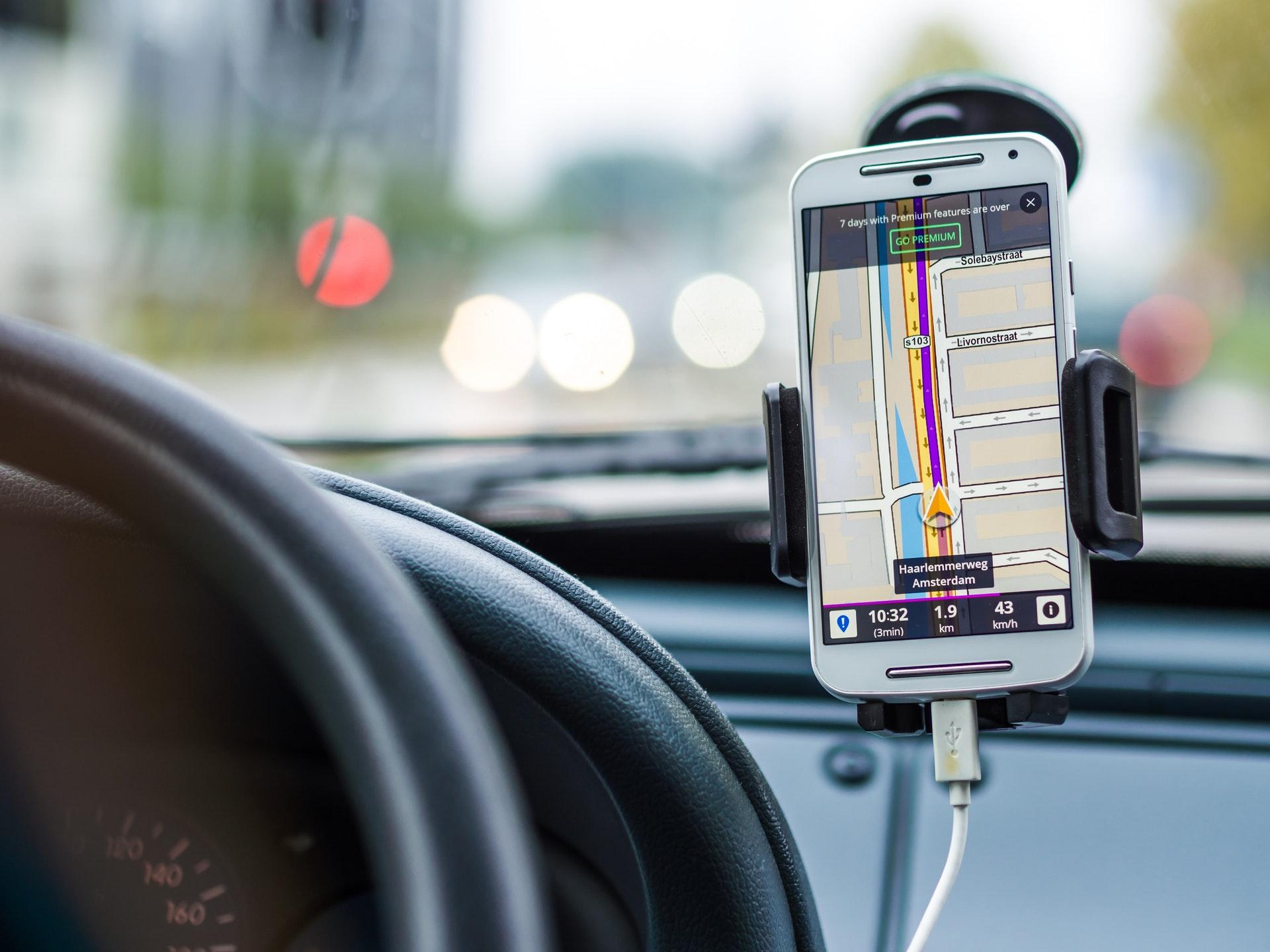 aplikacja z nawigacją na smartfona - zdjęcie telefonu eTOLL