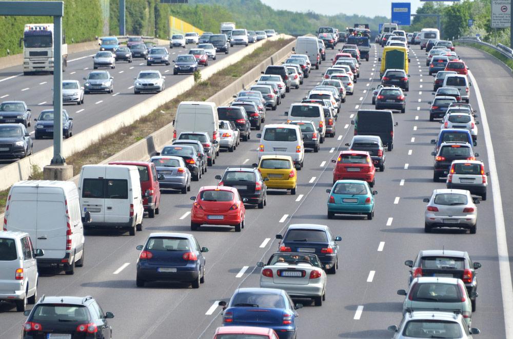 Pobór opłat na autostradach – korek wywołany kolejkami do bramek - e-tollgps.pl